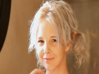 Mencukur dari cantik 21yo rambut pirang alat kemaluan wanita