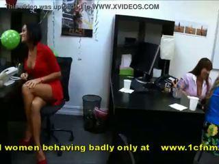 Amateur mädchen lutschen strippers behaving sehr badly