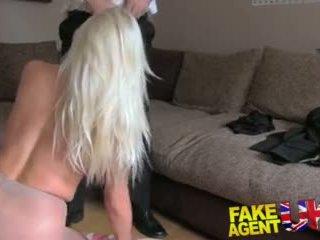 Fakeagentuk sultry blondýnka s velký kozičky gets tied nahoru a fucked rotten video