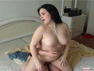 Yang cantik gemuk matang wanita rides yang stiff zakar/batang