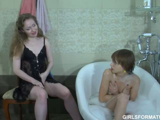 lesbička, koupelna, maminky a dospívající