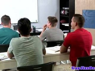Éjac loving prof dominated en classe