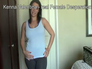 Latina kenna wetting sie pants & eng jeans