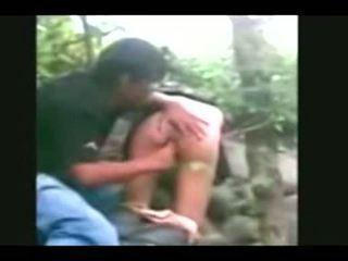 Indonesia- jilbab hijab vajzë fucked nga bf në një xhungël