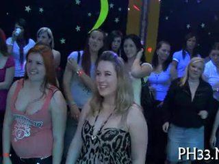 Lots av gangbang på dance golv