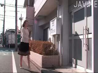 امرأة سمراء, اليابانية, شاعر المليون