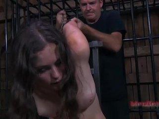 Perempuan gets dia alat kemaluan wanita engorged