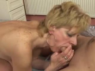 Certains plus mature saggy seins