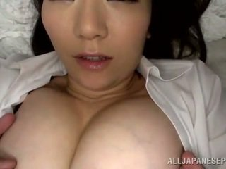 Spicy Thai Female Has A Mouthful After Clam Thrashing