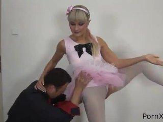 Freaky ballet dancer anita has fabriqué amour wazoo pendant la rehearsal