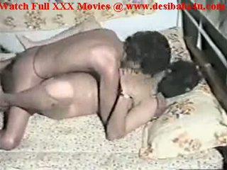 India sedikit babe hubungan intim pertama waktu video