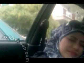 Doce arab em hijab masturbating-asw960