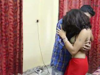 Desi milf's krūtis fondled patiešām grūti līdz salesman ## hindi karstās īss filma