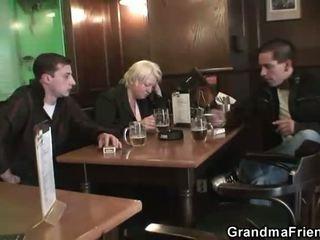 skupinový sex, babička, maminky a boys