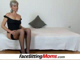 Beate um quente pernas mãe gajo facesitting e cona eating