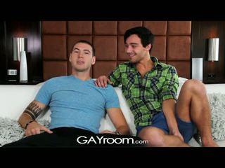 Gayroom - tw-nks dostať šťastný na vyzliekanie a súložiť