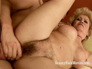 60 plus grannyen gets körd i henne hårig fittor