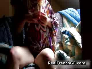 Bigtit francuskie sympatia fingers i tastes jej