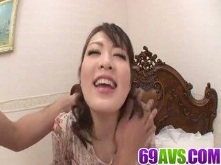 E lëngëshme vajzë loves në crack të saj e lagur pidh
