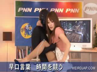 حار الآسيوية gets puss rubbed في تلفزيون عرض