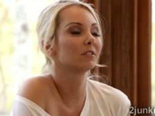 Blondinke najstnice aaliyah seduces čudovito blondinke puma cherie