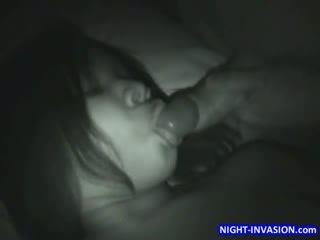 Besar dada orang hitam tidur seks bertiga