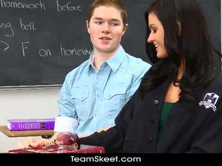 Kendall karson gets hoang dã với cô ấy classmate
