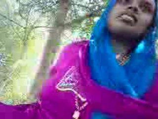 Punjabi aunty giving وظيفة اليد في ال park