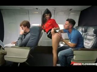 اتينا مضيفة nailed في ال plane