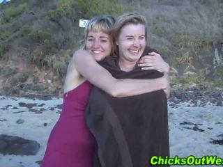 Aussie pute cummed sur à la plage