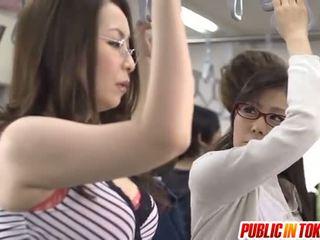 Asiatico madre id come a bang licks rooster in autobus xxx festa