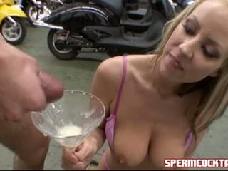 Bitchy Babe Carolyn Reese Can Not Live Out Of Getting Her Glass Filled With Hawt Cum To Swallow
