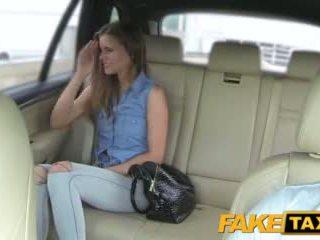 Faketaxi ভদ্রমহিলা wants থেকে দেখা drivers বিশাল বাড়া
