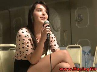 Lesbica giovanissima gets anale perline per suo initiation
