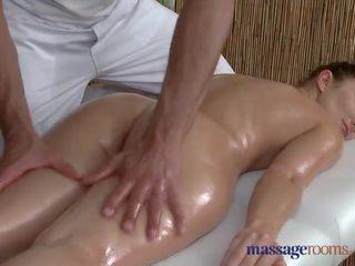 Masszázs rooms kívánós nő sucks és fucks neki nagy fasz diák masseur