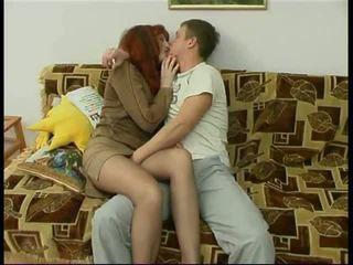 Ρωσικό ώριμος/η μαμά και ένα φίλος του αυτήν γιός ερασιτεχνικό: πορνό f6