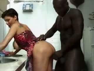 大きな美しい女性 france 主婦 haviing セックス とともに アフリカ系 コック ビデオ