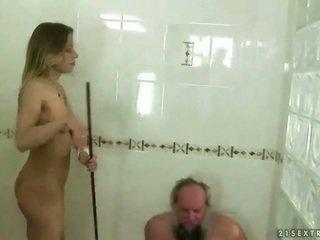 Tini punishing nagypapa