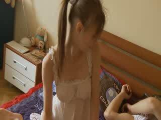 Helvetin kanssa ylellisyys breasty tyttö