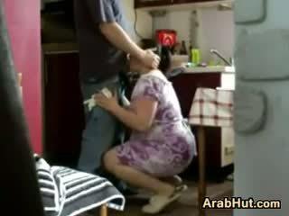 Thick amatör arab fågelunge gets körd