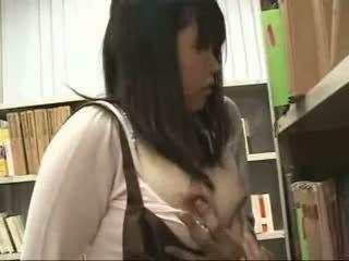 シャイ 女子生徒 模索 と used で a bookstore