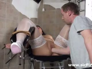 Blond milf fist gefickt von sie doktor