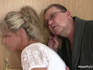 הוא leaves ו - sensuous parents seduces שלו פיקנטי nymph