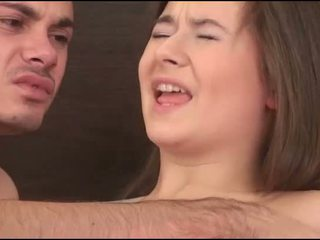 Virgin ragazza sucks un cazzo