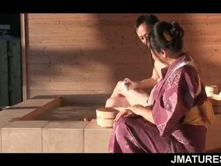 Matura giapponese stallone in mood per un fine slick geisha fica