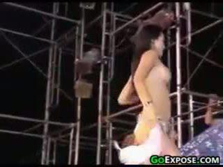realitate, striptease, public