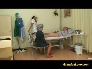Nonno pupa scopata il infermiera