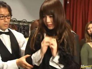 Japans av model gets pulled uit