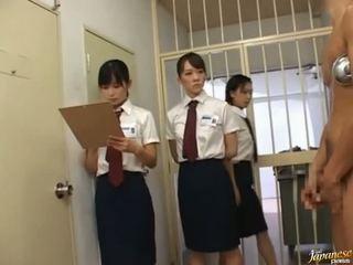 जपानीस av मॉडेल में एक piss वीडियो