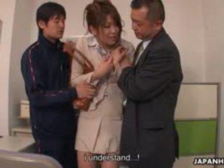 Teen schwanz loving yuuno hoshi ist befummelt von two teachers